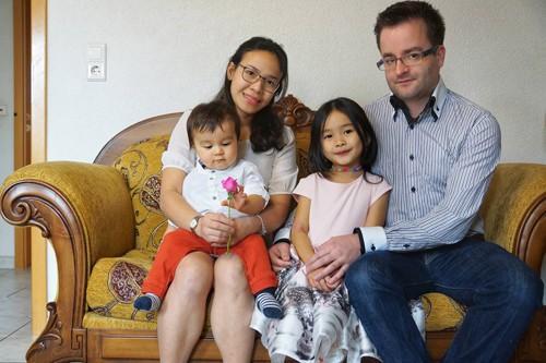 Chàng kỹ sư Đức mang ánh sáng cuộc đời đến cô gái Việt nghèo-1