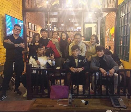 Ngày đầu tiên trở về từ Asian Cup 2019, các tuyển thủ Việt Nam làm gì?-1