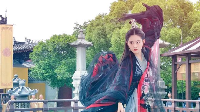 Hai nữ chính 9X và dàn diễn viên xinh đẹp của Tân Ỷ Thiên Đồ Long ký-6