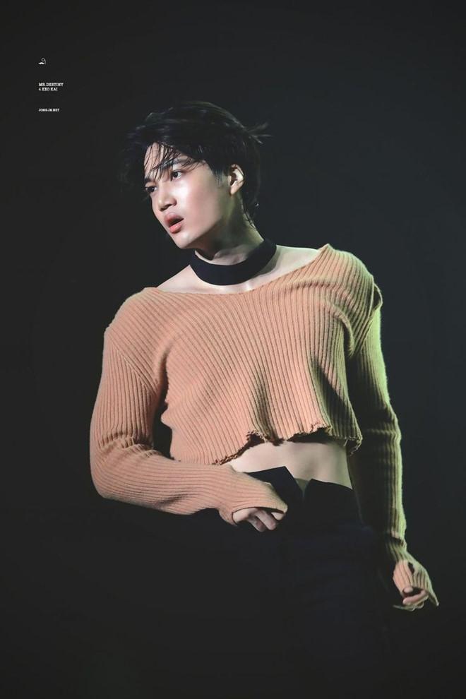 Trang phục diễn nữ tính, gợi cảm của dàn mỹ nam Hàn Quốc-1