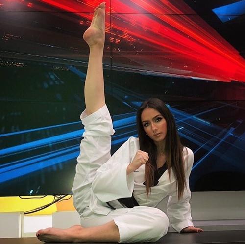 Nhan sắc tuyệt đẹp của MC thời tiết 21 tuổi sở hữu đai đen Taekwondo-2