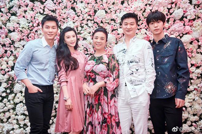 Những bà mẹ trẻ đẹp ăn đứt con gái của mỹ nhân Hoa ngữ-2