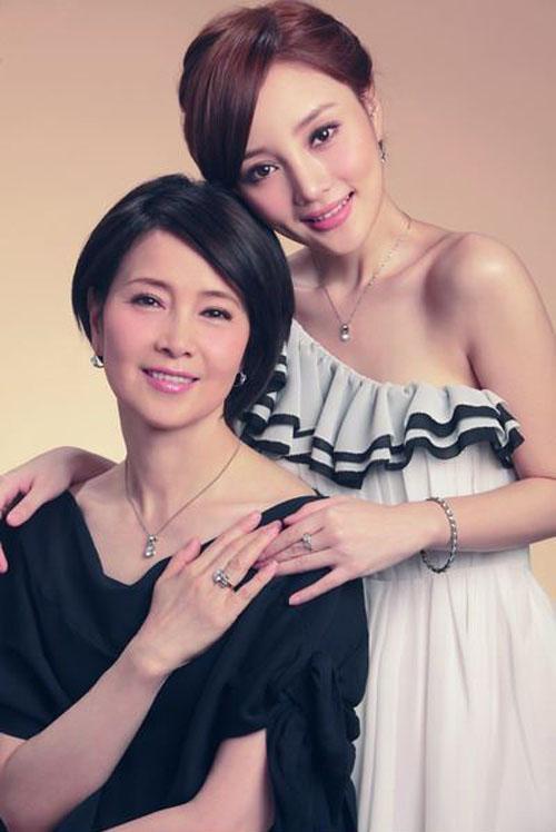 Những bà mẹ trẻ đẹp ăn đứt con gái của mỹ nhân Hoa ngữ-11