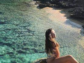Đắm mình dưới làn nước trong vắt tại vùng đảo vắng Italy