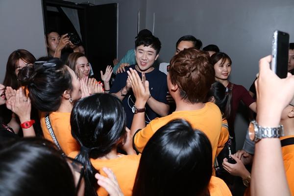 Trấn Thành xúc động khi được fans bí mật tổ chức sinh nhật sớm-6