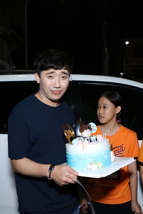 Trấn Thành xúc động khi được fans bí mật tổ chức sinh nhật sớm-5