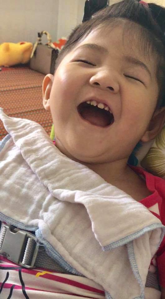 Vừa sinh mổ không đủ sức khỏe chăm sóc 2 con cùng lúc, mẹ nuôi bé gái Lào Cai lần đầu làm điều bất ngờ với Yến Nhi-2