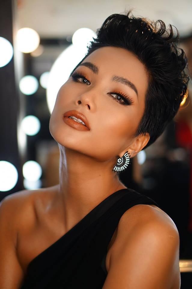 KỶ LỤC VÔ TIỀN KHOÁNG HẬU: HHen Niê chính thức trở thành Hoa hậu đẹp nhất thế giới 2018-7