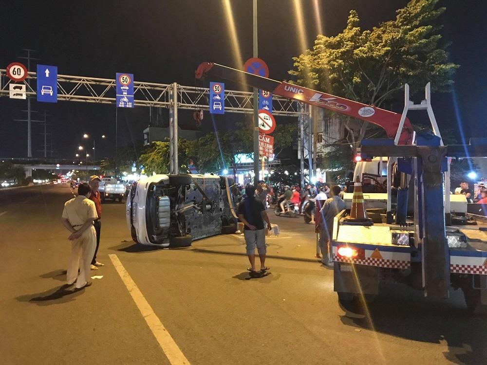 TP.HCM: Tài xế lái ôtô lật ngửa ở Sài Gòn phản ứng khi bị test ma túy-1