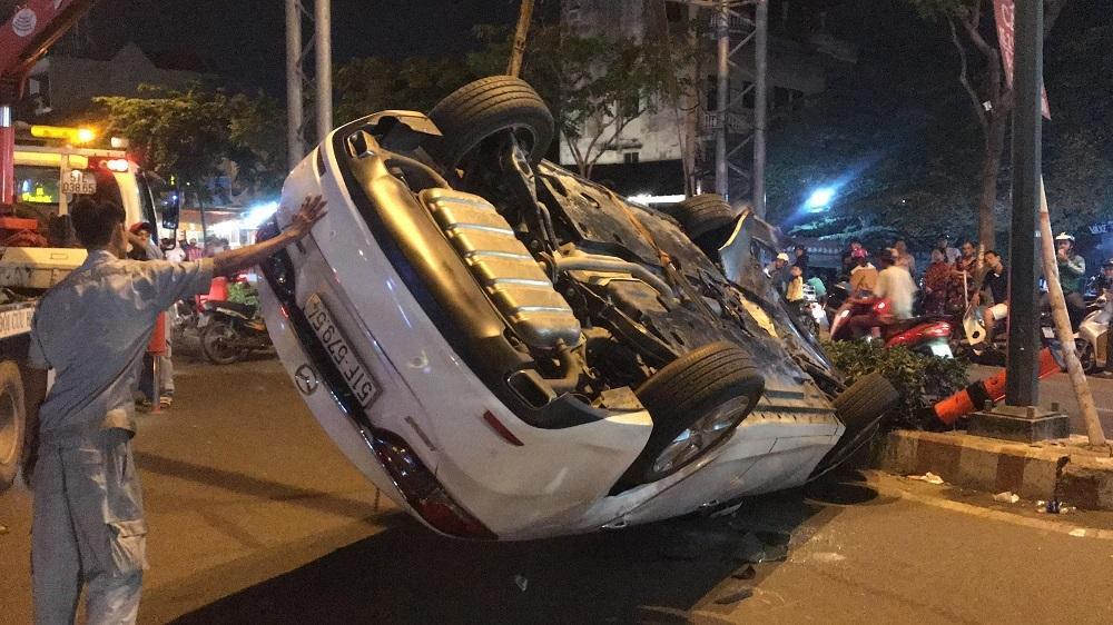 TP.HCM: Tài xế lái ôtô lật ngửa ở Sài Gòn phản ứng khi bị test ma túy-2