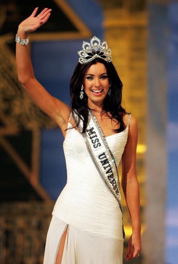 ĐẸP CŨNG PHẢI DO DI TRUYỀN: Mẹ là Hoa hậu Hoàn vũ - bố là Nam vương Quốc tế, bảo sao cô bé này xinh như thiên thần-1
