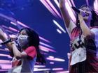 Nữ ca sĩ trẻ Thái Lan cầu xin sự tha thứ vì diện áo nhạy cảm