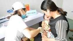Tiêm vắc xin Combe Five hơn 200 trẻ miền Tây nhập viện theo dõi