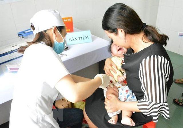 Tiêm vắc xin Combe Five hơn 200 trẻ miền Tây nhập viện theo dõi-1