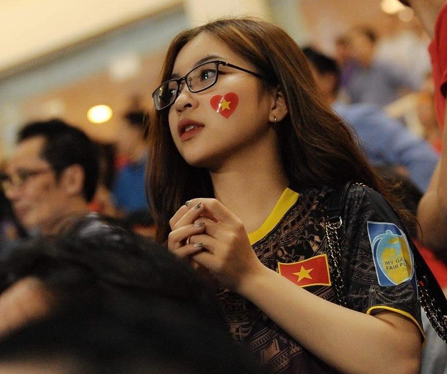 Bạn gái Quang Hải: Quá nhiều fan nữ nhắn tin cho bạn trai tôi-1