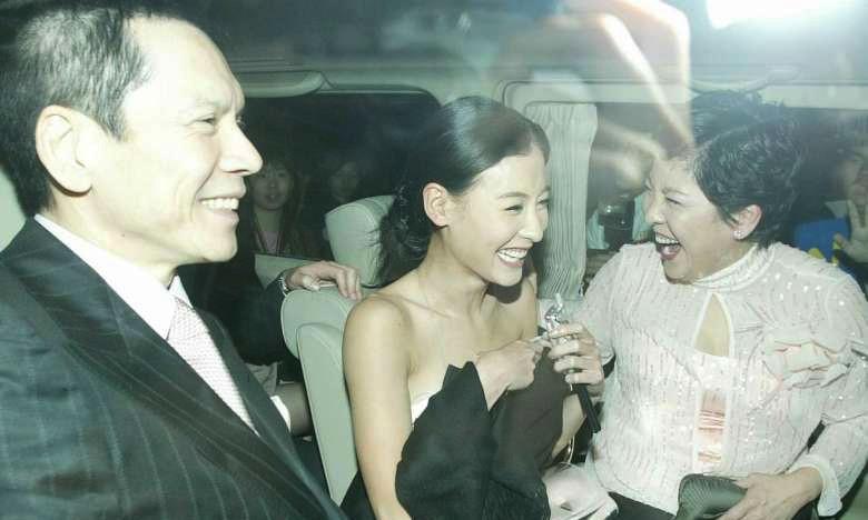 Vợ Hướng Hoa Cường bóc mẽ đời tư Trương Bá Chi vì Châu Tinh Trì?-1