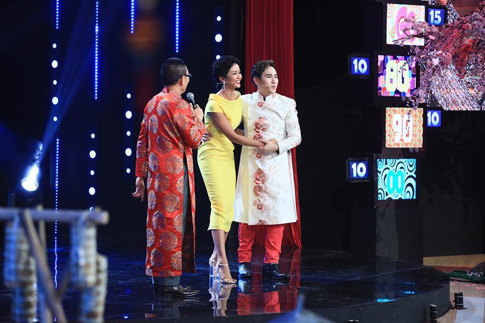 HHen Niê lần đầu kể chuyện nói tiếng Anh không được thì tra Google tại Hoa hậu Hoàn vũ 2018-1