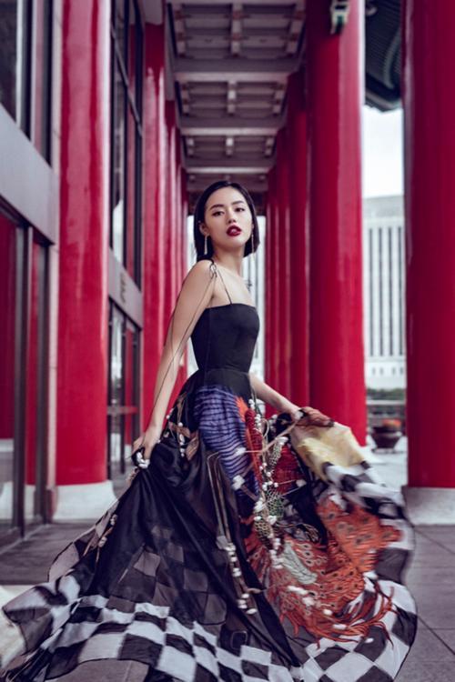 Diện lại đầm thảm họa của Hoàng Thùy Linh: Jun Vũ lộ thân hình trơ xương - Khánh Linh The Face đẹp xuất sắc-7