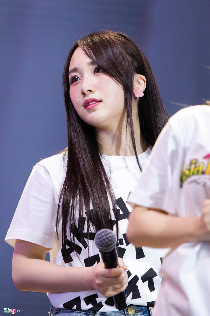 Nét đẹp tươi mới của hot girl 9X, 10X từ nhóm nhạc độc nhất thế giới-4