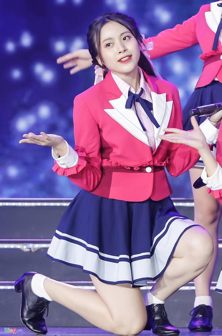 Nét đẹp tươi mới của hot girl 9X, 10X từ nhóm nhạc độc nhất thế giới-13