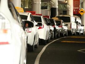 Lên nhầm 'taxi chặt chém', phải trả gần 15 triệu đồng cho quãng đường 500m