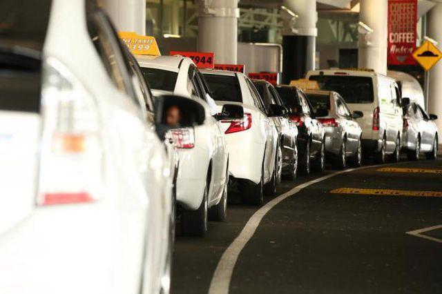Lên nhầm taxi chặt chém, phải trả gần 15 triệu đồng cho quãng đường 500m-1