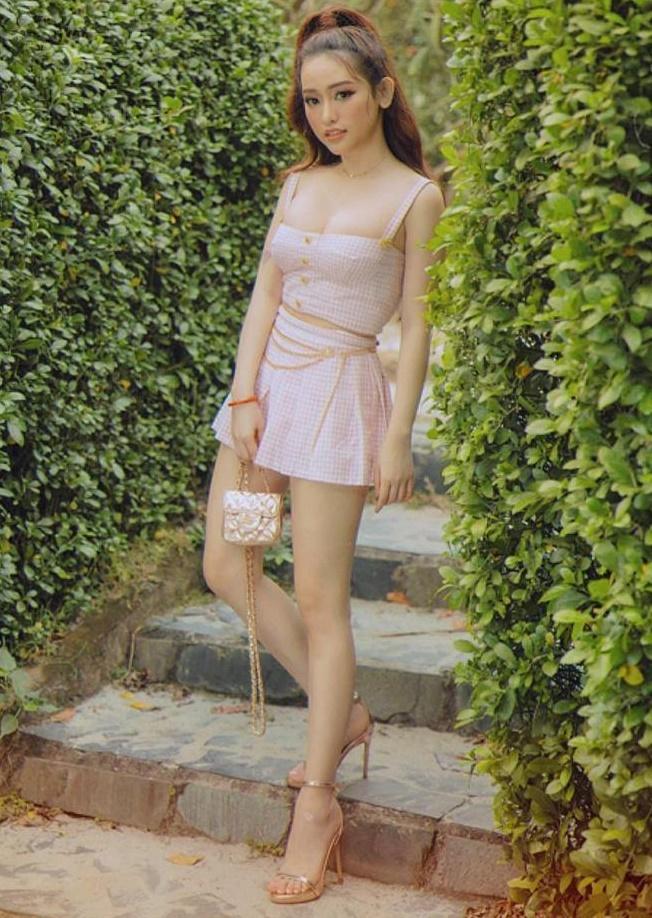 Dạo phố ngày cận Tết, Khánh Linh khoác lên người 200 triệu đồng - Phương Ly cầu kì như công chúa-9
