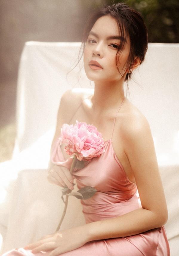 Phạm Quỳnh Anh quá xinh đẹp, hứa sẽ hát nhạc tích cực hơn trong năm tới-9
