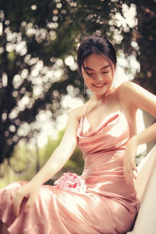 Phạm Quỳnh Anh quá xinh đẹp, hứa sẽ hát nhạc tích cực hơn trong năm tới-11