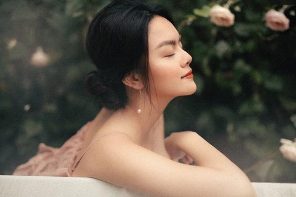 Phạm Quỳnh Anh quá xinh đẹp, hứa sẽ hát nhạc tích cực hơn trong năm tới-12