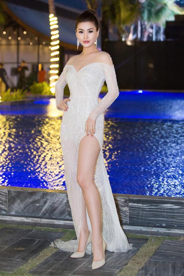 THẢM ĐỎ ĐẦU NĂM: Huyền My xinh tựa công chúa - Diệp Lâm Anh chơi lớn diện nguyên set 1,8 tỷ đồng-4