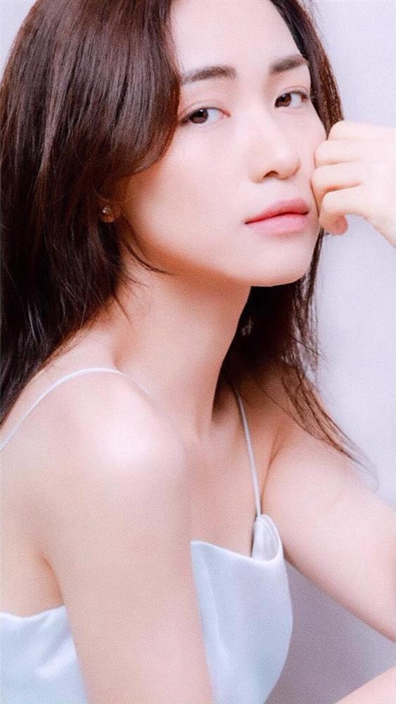 Sao thị phi rơi thẳng đầu năm 2018, Hòa Minzy từ ngôi sao được yêu thích đến nữ ca sĩ bị fan quay lưng-10