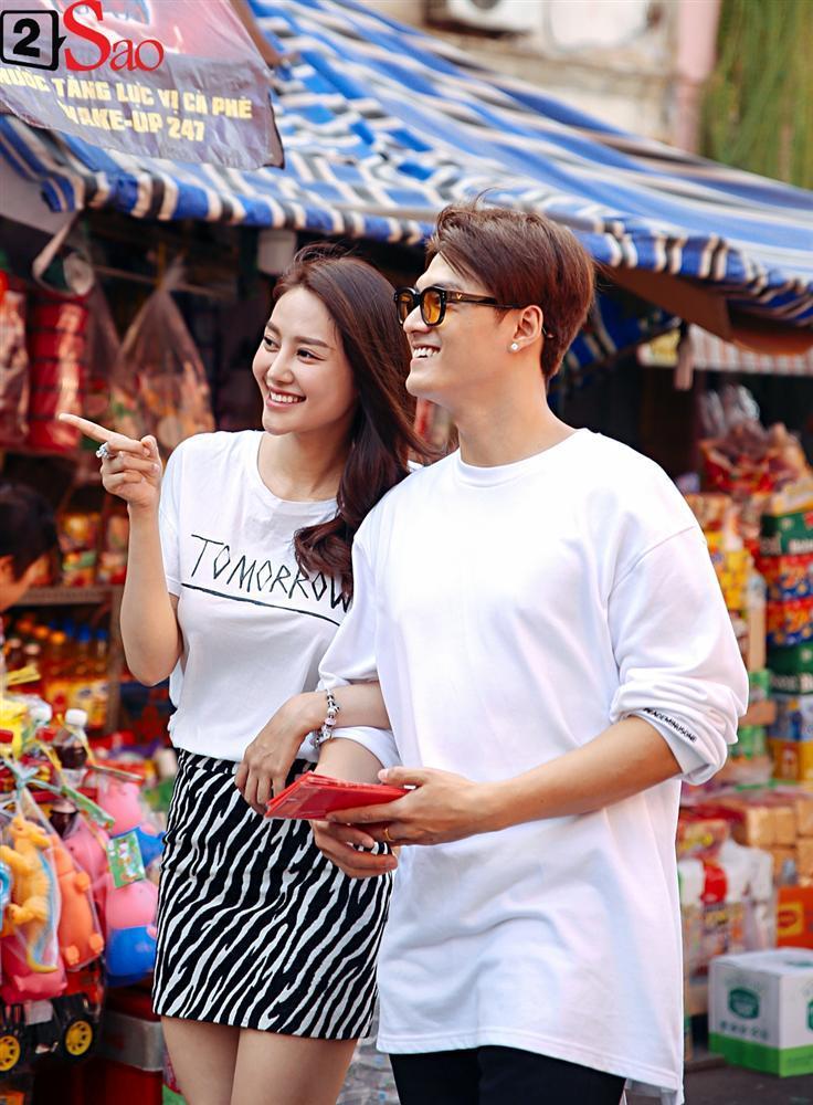 Ngắm Linh Chi - Lâm Vinh Hải tình tứ đi chợ Tết, ai cũng mong cặp đôi sớm báo hỷ trong năm mới Kỷ Hợi-1
