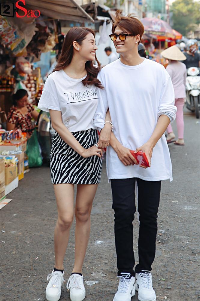 Ngắm Linh Chi - Lâm Vinh Hải tình tứ đi chợ Tết, ai cũng mong cặp đôi sớm báo hỷ trong năm mới Kỷ Hợi-2