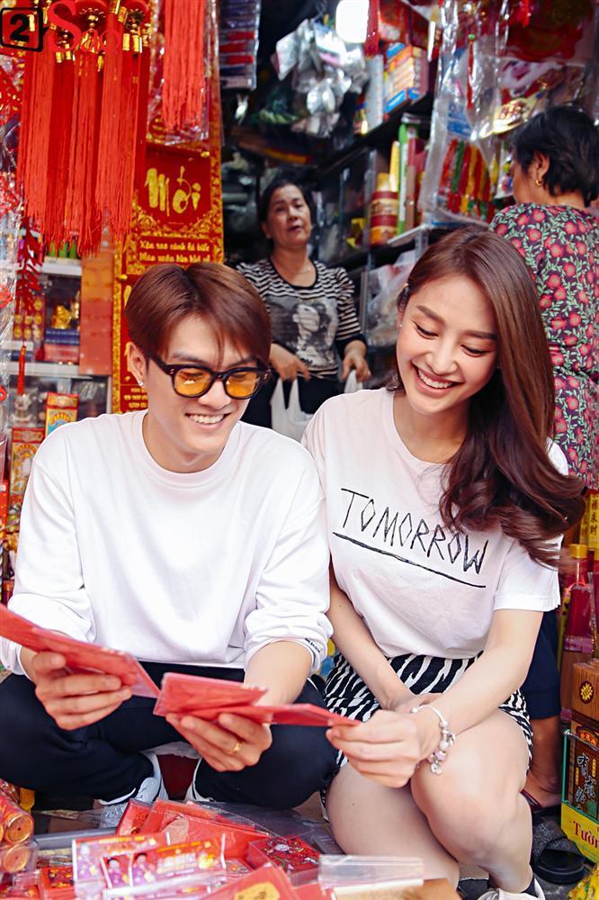 Ngắm Linh Chi - Lâm Vinh Hải tình tứ đi chợ Tết, ai cũng mong cặp đôi sớm báo hỷ trong năm mới Kỷ Hợi-4