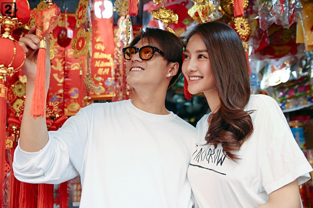 Ngắm Linh Chi - Lâm Vinh Hải tình tứ đi chợ Tết, ai cũng mong cặp đôi sớm báo hỷ trong năm mới Kỷ Hợi-5