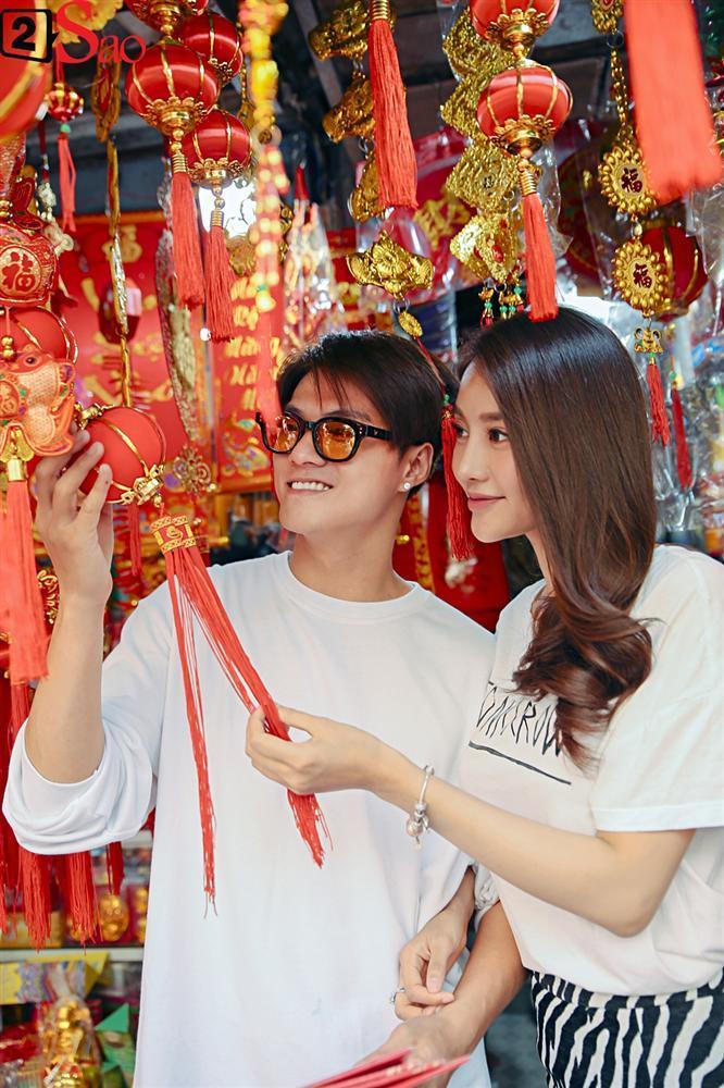 Ngắm Linh Chi - Lâm Vinh Hải tình tứ đi chợ Tết, ai cũng mong cặp đôi sớm báo hỷ trong năm mới Kỷ Hợi-6