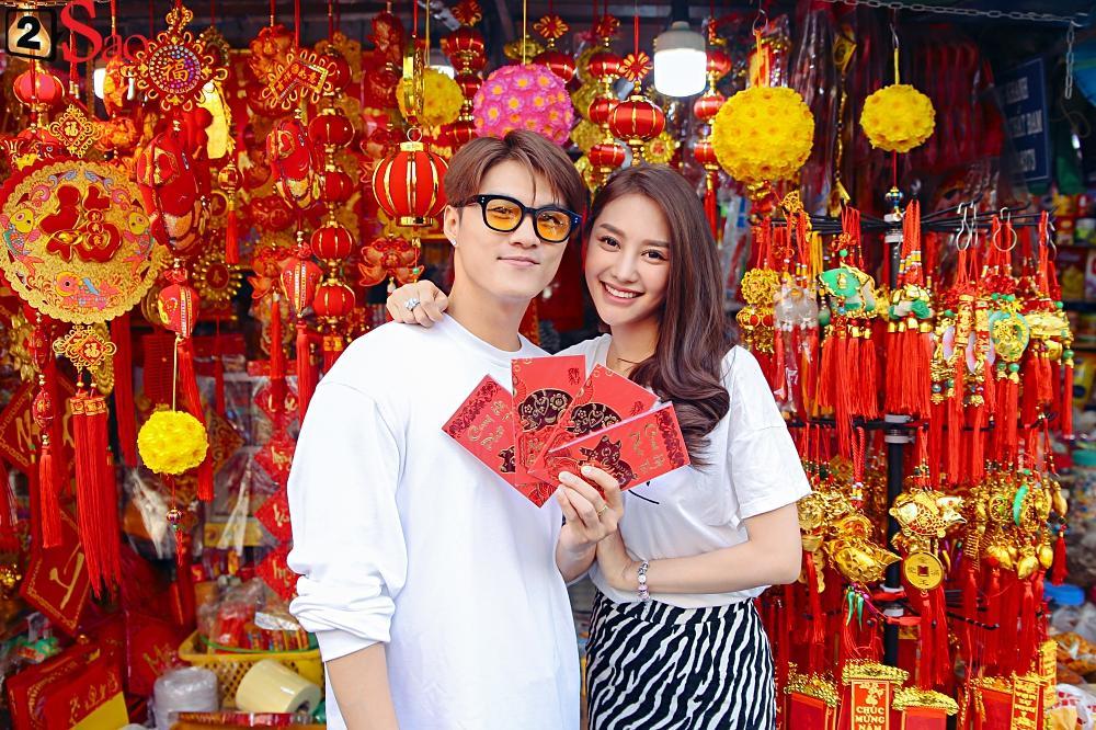 Ngắm Linh Chi - Lâm Vinh Hải tình tứ đi chợ Tết, ai cũng mong cặp đôi sớm báo hỷ trong năm mới Kỷ Hợi-8