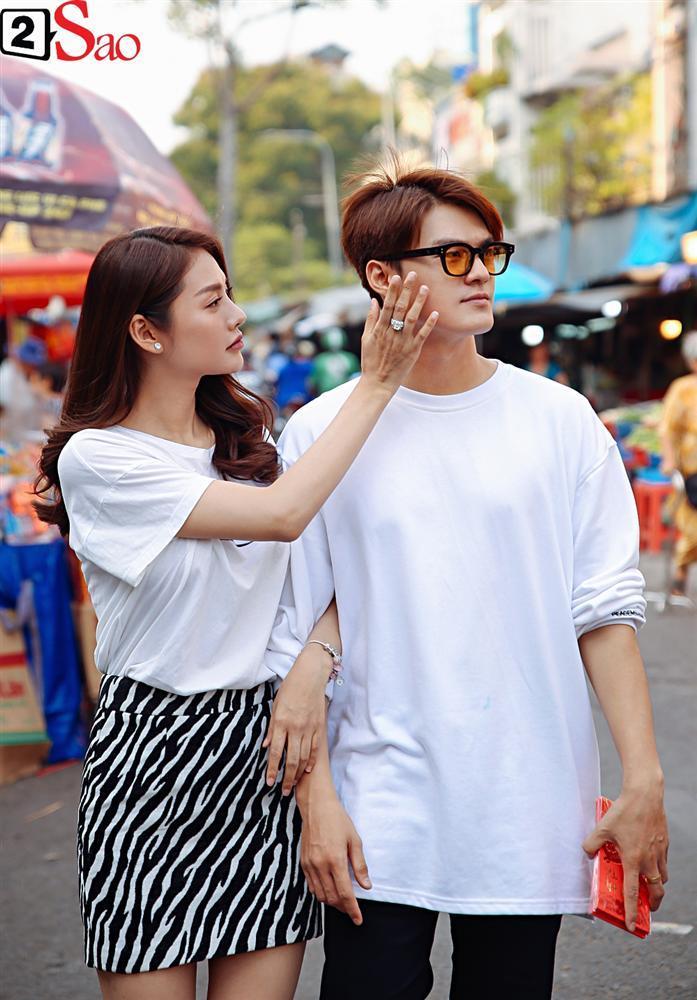 Ngắm Linh Chi - Lâm Vinh Hải tình tứ đi chợ Tết, ai cũng mong cặp đôi sớm báo hỷ trong năm mới Kỷ Hợi-12