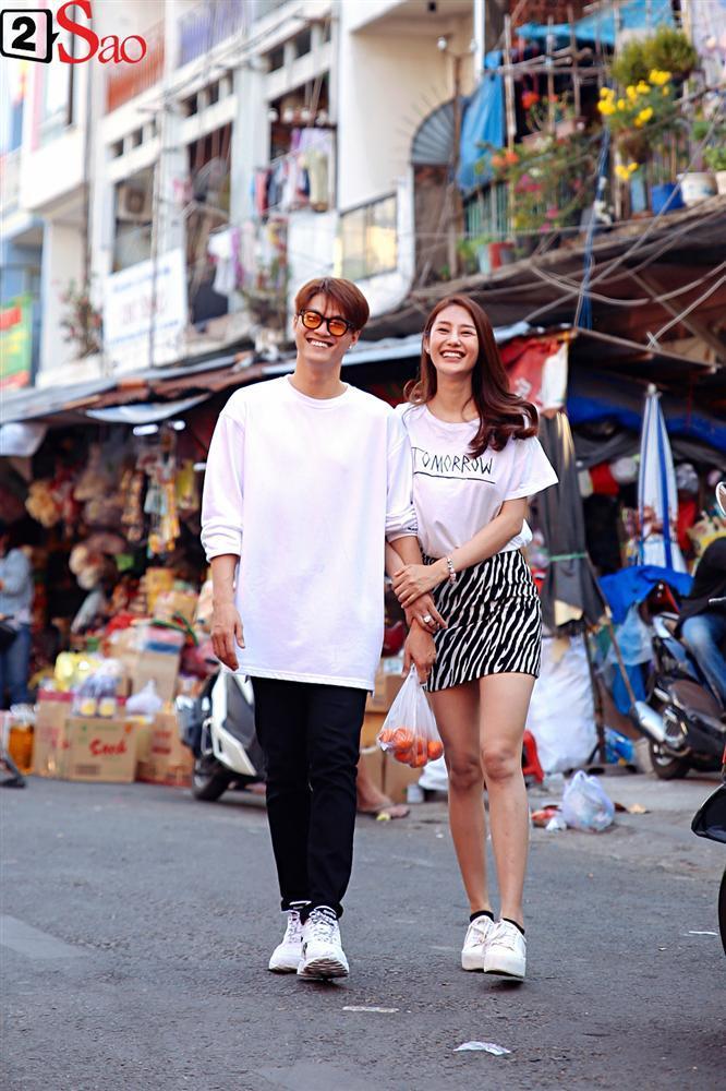 Ngắm Linh Chi - Lâm Vinh Hải tình tứ đi chợ Tết, ai cũng mong cặp đôi sớm báo hỷ trong năm mới Kỷ Hợi-13