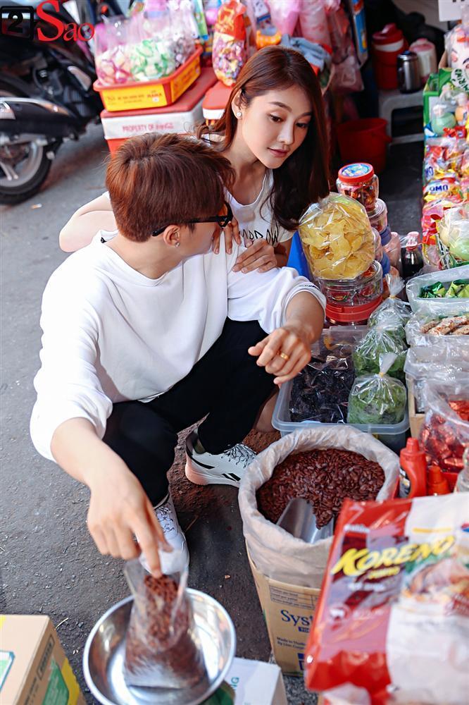 Ngắm Linh Chi - Lâm Vinh Hải tình tứ đi chợ Tết, ai cũng mong cặp đôi sớm báo hỷ trong năm mới Kỷ Hợi-9
