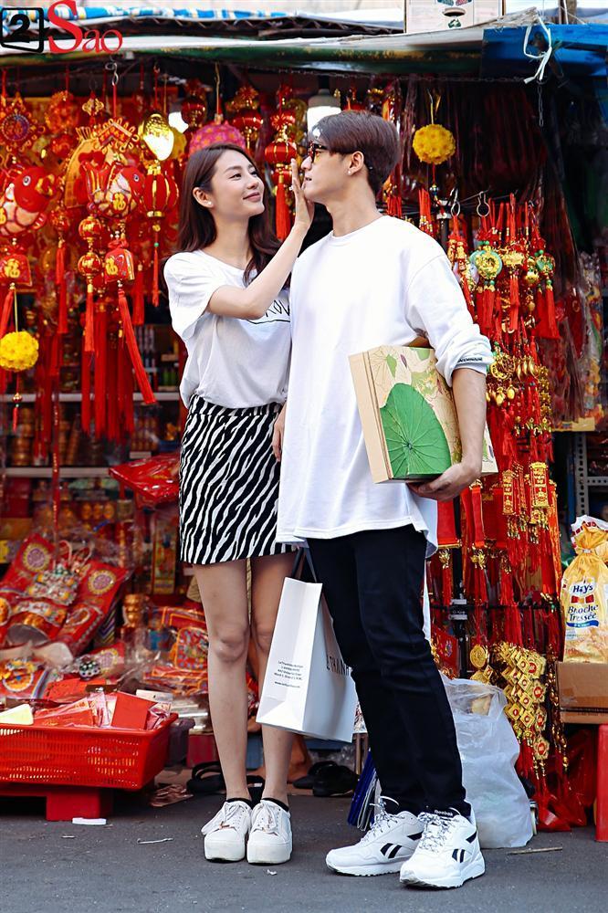 Ngắm Linh Chi - Lâm Vinh Hải tình tứ đi chợ Tết, ai cũng mong cặp đôi sớm báo hỷ trong năm mới Kỷ Hợi-14