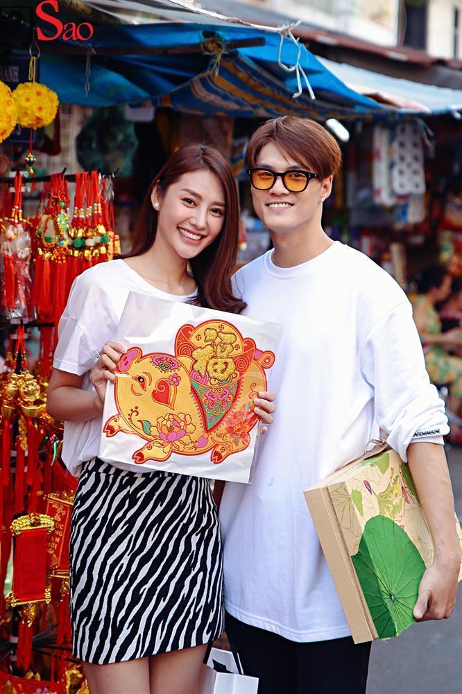 Ngắm Linh Chi - Lâm Vinh Hải tình tứ đi chợ Tết, ai cũng mong cặp đôi sớm báo hỷ trong năm mới Kỷ Hợi-15