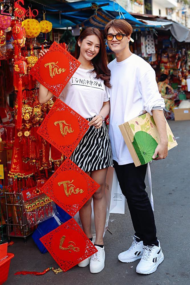 Ngắm Linh Chi - Lâm Vinh Hải tình tứ đi chợ Tết, ai cũng mong cặp đôi sớm báo hỷ trong năm mới Kỷ Hợi-16