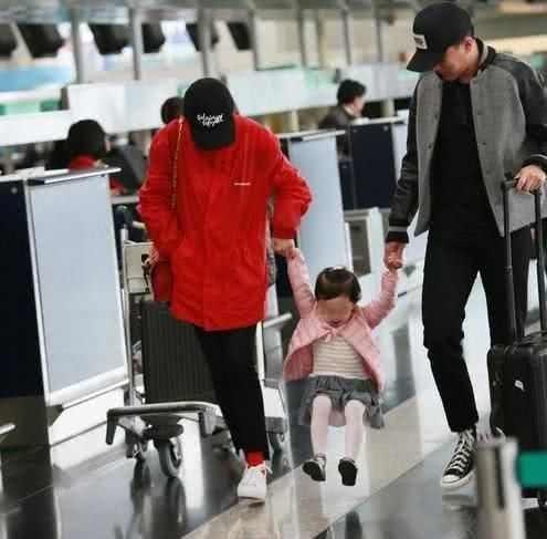 Trở về Hong Kong đón tết cùng con gái, Lưu Khải Uy phản ứng lạ khi bị hỏi hôn nhân có người thứ ba xen vào?-4