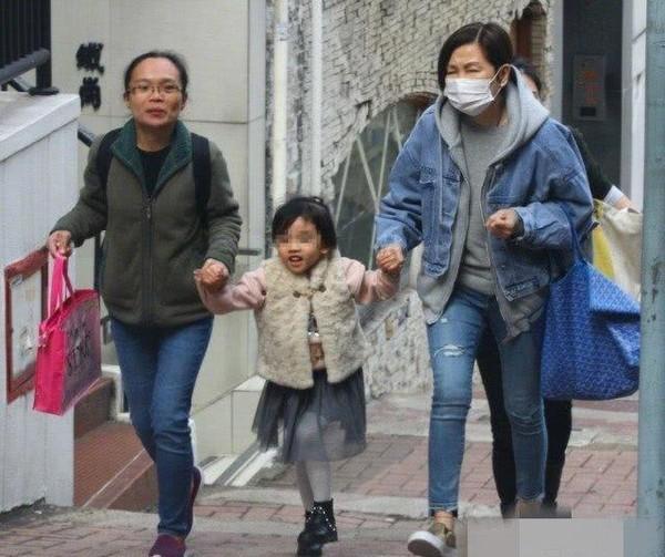 Trở về Hong Kong đón tết cùng con gái, Lưu Khải Uy phản ứng lạ khi bị hỏi hôn nhân có người thứ ba xen vào?-5