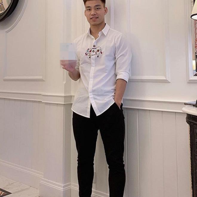 Văn Thanh bắt kịp xu hướng Tết, mặc áo hình chú heo sành điệu-3