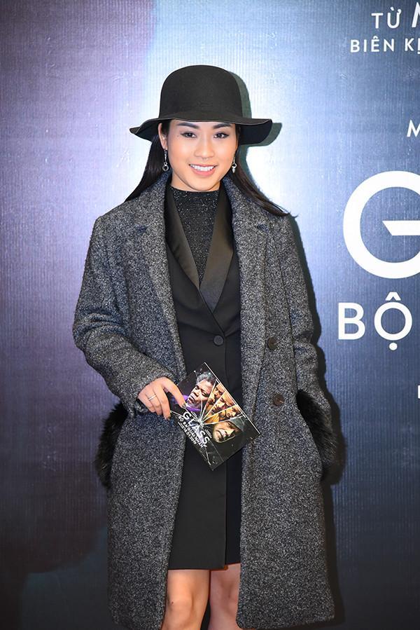 Đẹp rụng rời cả năm xong đến cuối năm Hoa hậu Tiểu Vy lại lọt top SAO MẶC XẤU vì bộ cánh sến sẩm-5