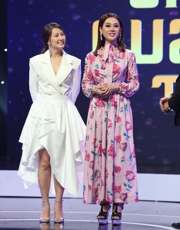 Đẹp rụng rời cả năm xong đến cuối năm Hoa hậu Tiểu Vy lại lọt top SAO MẶC XẤU vì bộ cánh sến sẩm-4