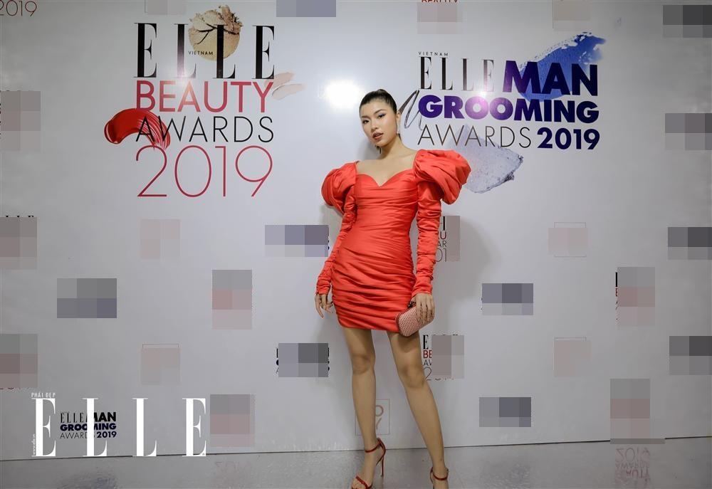 Đẹp rụng rời cả năm xong đến cuối năm Hoa hậu Tiểu Vy lại lọt top SAO MẶC XẤU vì bộ cánh sến sẩm-6